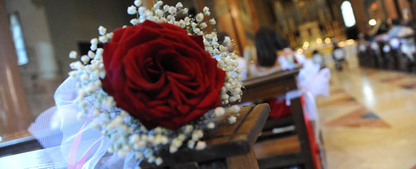 decorazione fiori banco chiesa verona